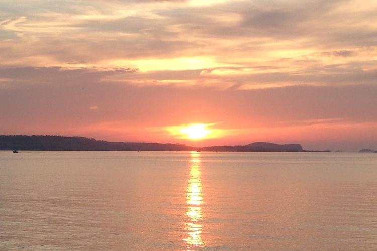 専用車で 一生に一度は見たいイビサの夕日...の写真