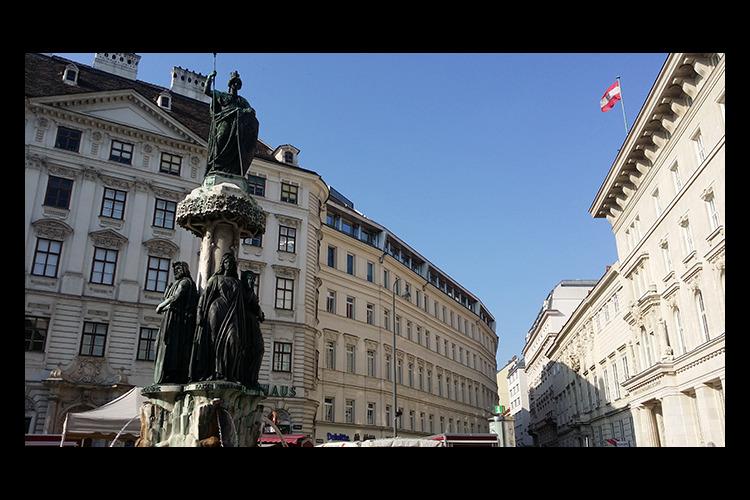 専用車で ウィーン市内 + シェーンブル...の写真