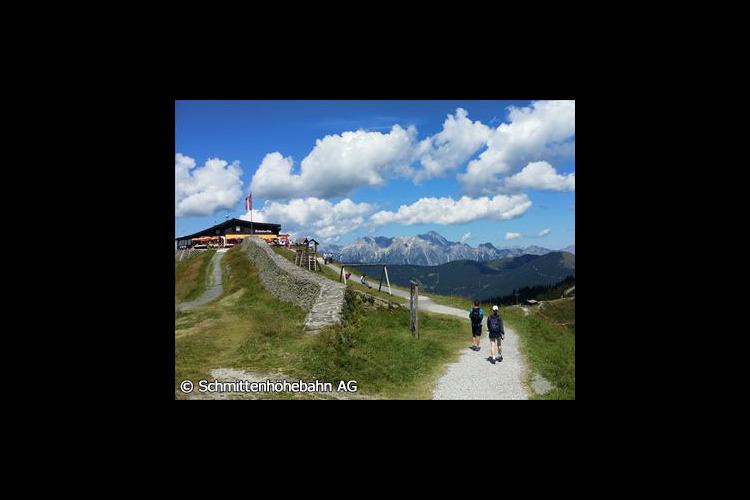 オーストリアで最も美しいアルプスの町ツェ...の写真