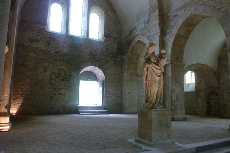 専用車で 2つの世界遺産フォントネー修道...の写真