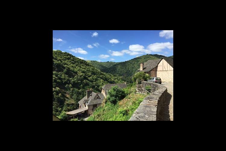パリから日帰りで行く 世界遺産コンクと山...の写真