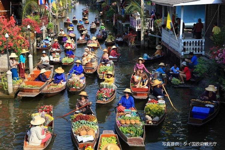 水上マーケットと線路市場観光の写真