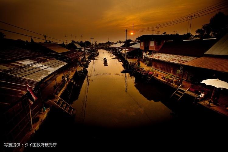 夜の水上マーケット観光の写真