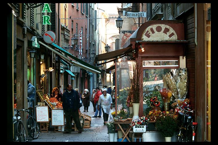 ボローニャ1日観光 - 学問・美食・塔の...の写真