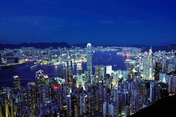 大人気 夜の香港を走り抜けるオープントッ...の写真