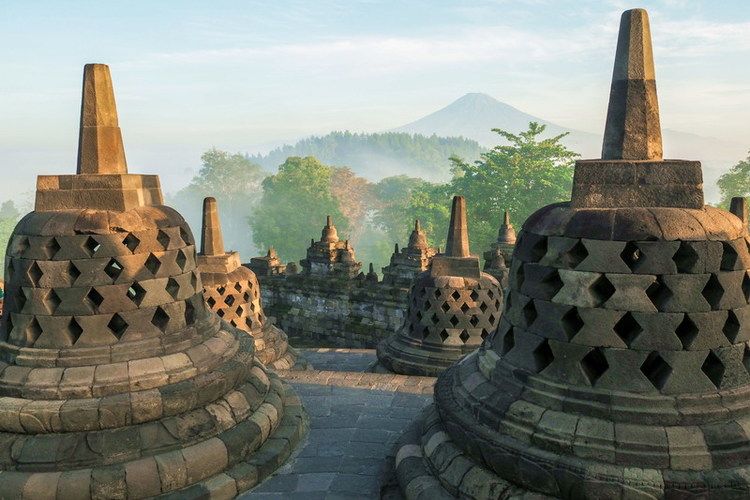 ボロブドゥール遺跡とプランバナン寺院観光の写真