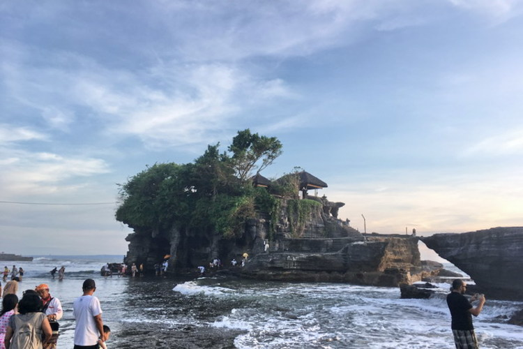 海の寺院タナロットとタマンアユン寺院観光の写真