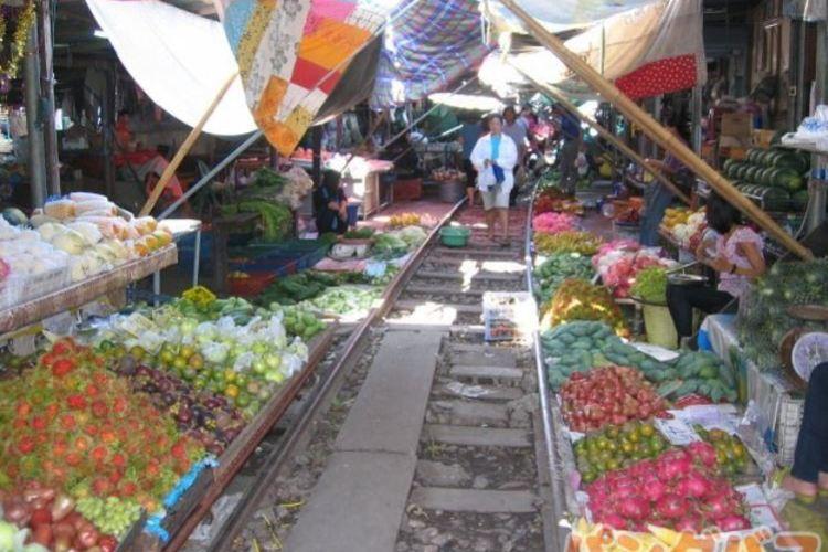 ダムヌンサドゥアック水上市場 + メーク...の写真