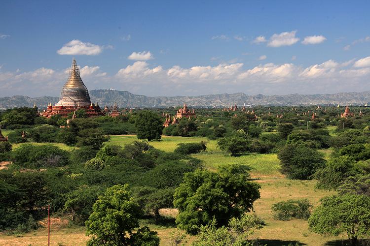 ヤンゴン発バガン遺跡群日帰り観光の写真