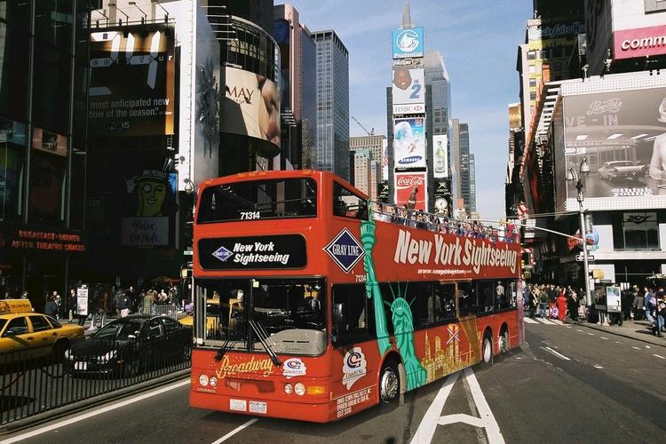 ニューヨーク・ダブルデッカーバス(乗り降...の写真