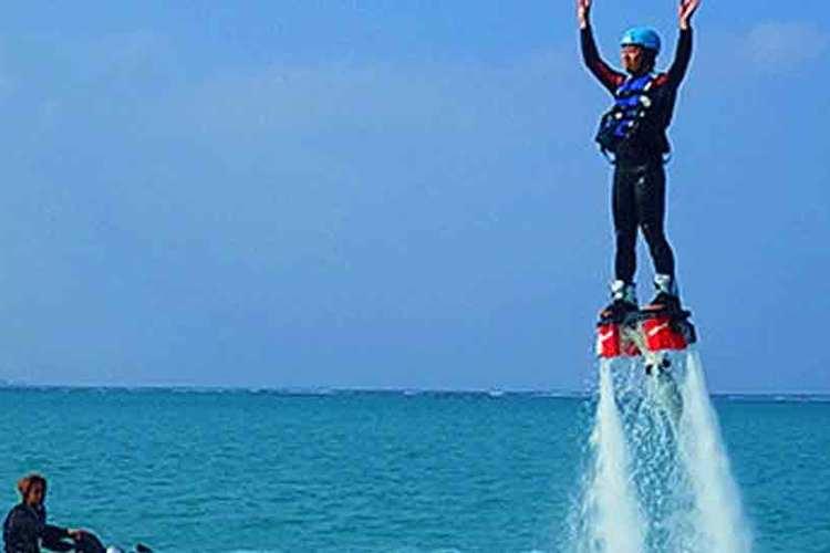 マクタン島でマリンスポーツを体験 フライ...の写真