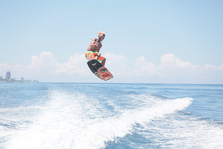 マクタン島でマリンスポーツを体験 ウェイ...の写真