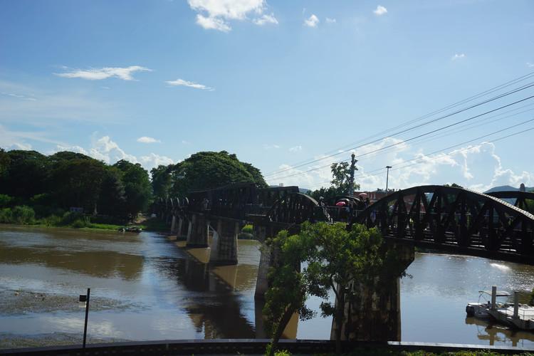カンチャナブリー観光と泰緬ローカル鉄道 ...の写真