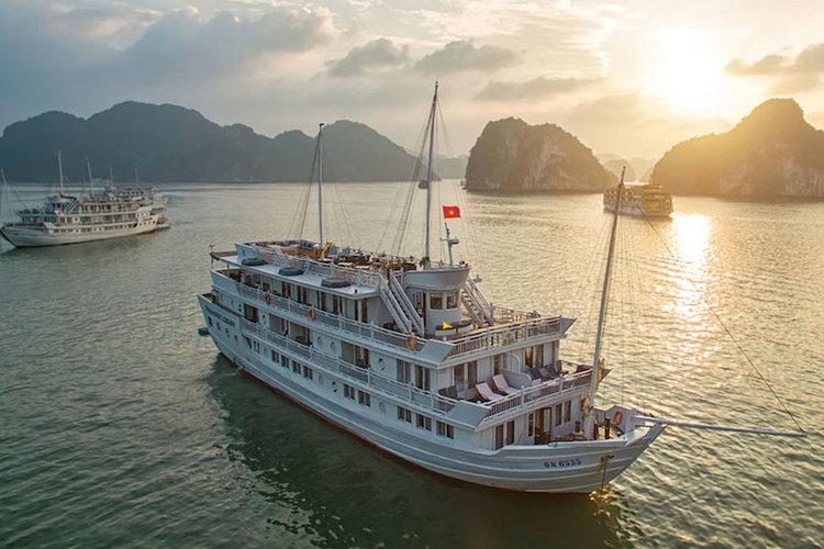 [洗練された豪華客船]ハロン湾ボート宿泊...の写真