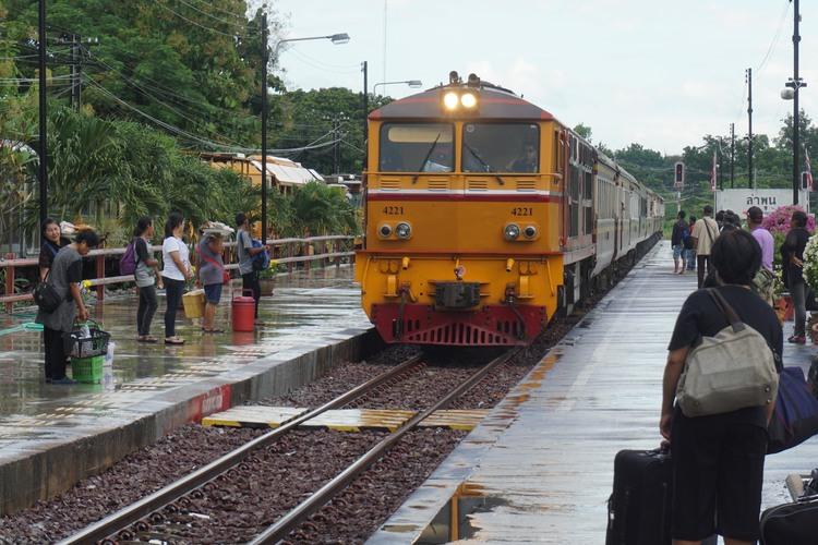 ローカル鉄道で行くランプーン (プライベ...の写真