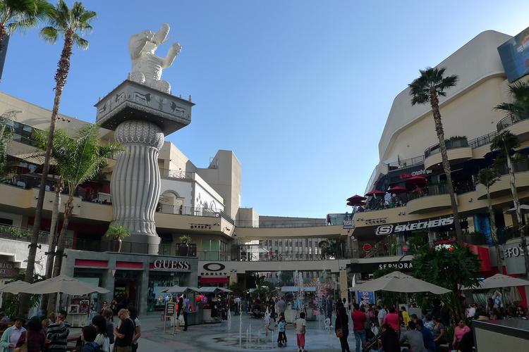 グリフィスパークの夜景とハリウッドでのシ...の写真