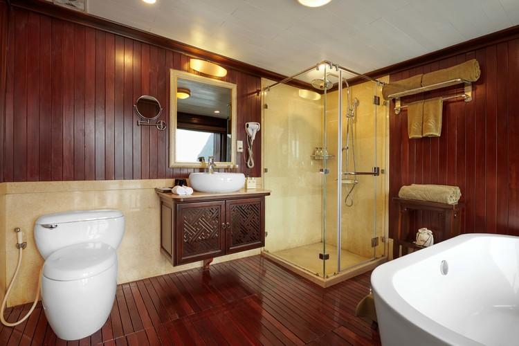 最高級の豪華客船 ハロン湾ボート宿泊ツア...の写真
