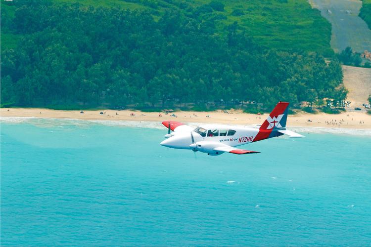 セスナ体験操縦!! ハワイの絶景広がる青...の写真