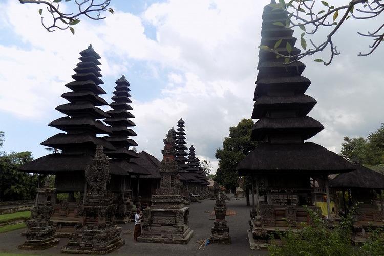 ウルン ダヌ ブラタン寺院・タマンアユン...の写真
