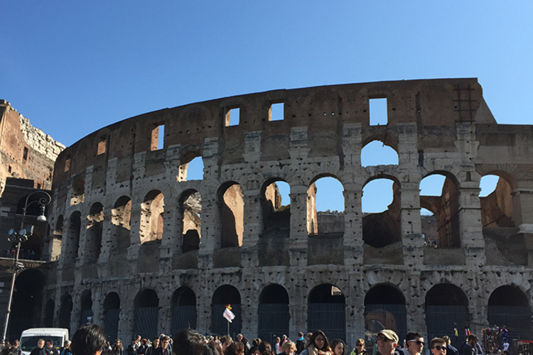 コロッセオ + 真実の口へ入場ローマ満喫...の写真