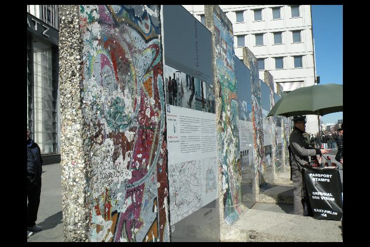 べルリンの壁と旧東ドイツを感じる午後ウォ...の写真