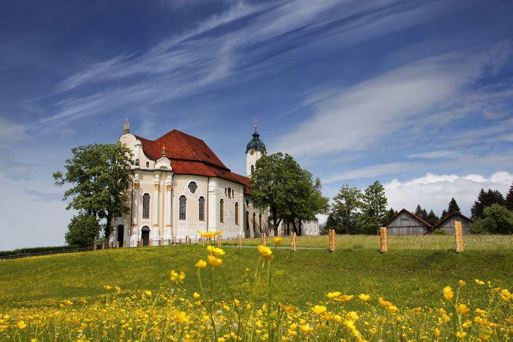 ノイシュヴァンシュタイン城と世界遺産ヴィ...の写真