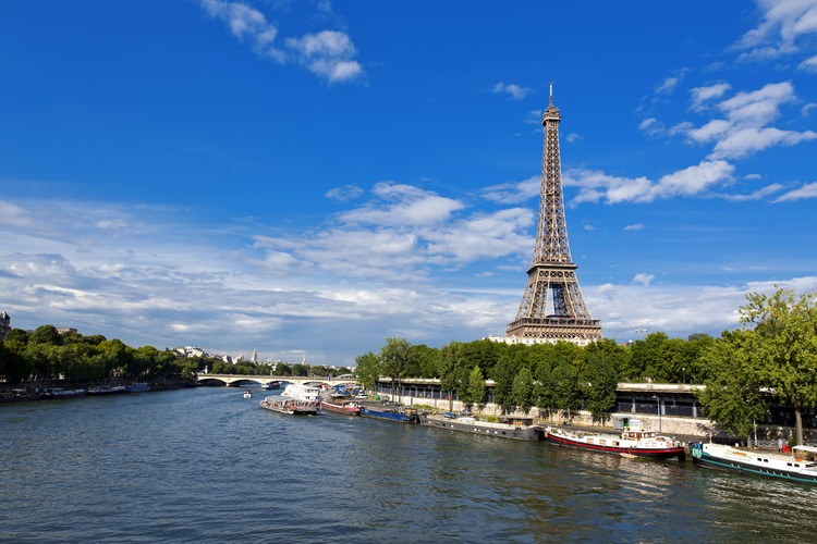 日本語アシスタントと専用車で行く パリ市...の写真