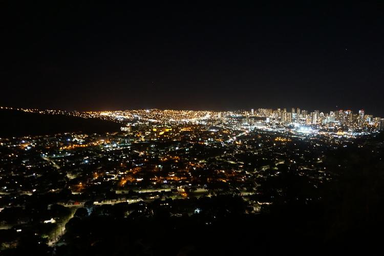 美しいホノルルの夜景を満喫 タンタラス夜...の写真