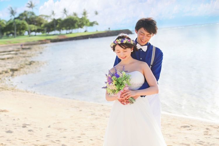 お姫様気分で♪ハワイのビーチでウェディン...の写真