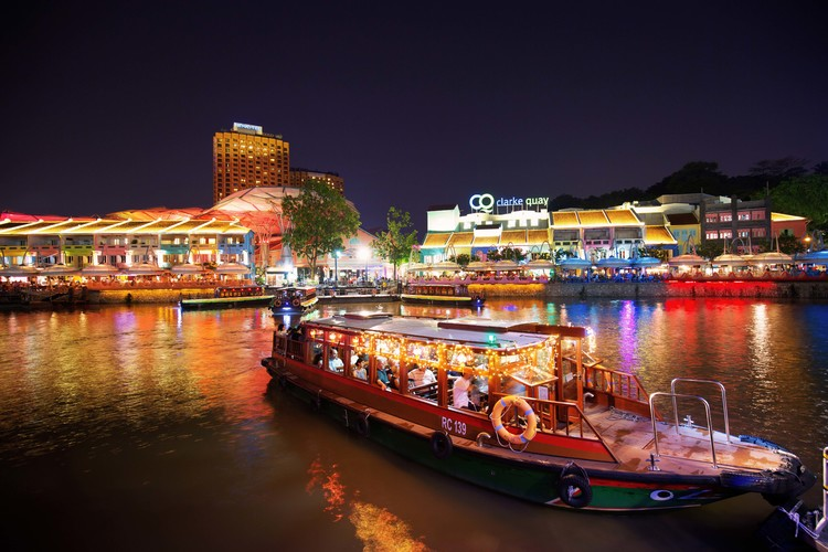 キラキラ夜景ボート by JTBマイバスの写真