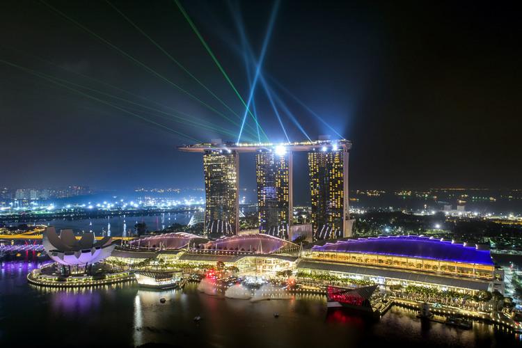 ライトアップ・シンガポールナイトショー鑑...の写真