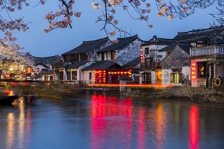 [午後発、夜帰着]水郷の西塘にて屋台を楽...の写真