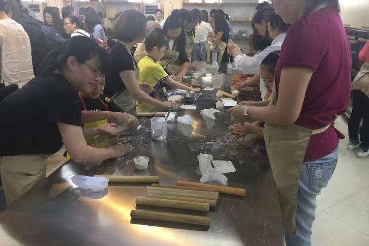 外国人人気の料理教室で勉強する上海南翔小...の写真