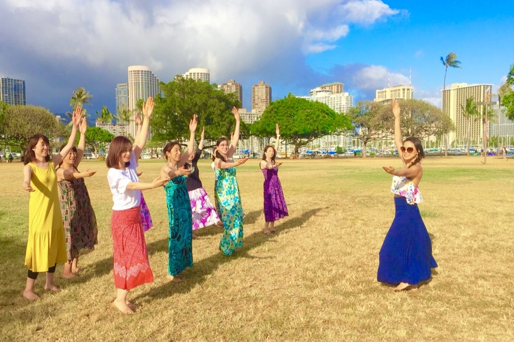クムフラからフラ&オリタヒチダンスを習う...の写真