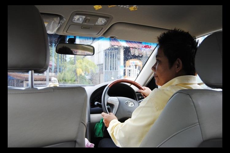 女性ドライバー(レディリムジンチャーター...の写真
