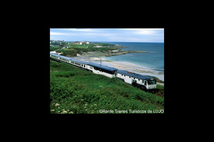 豪華列車「エル・トランスカンタブリコ」で...の写真