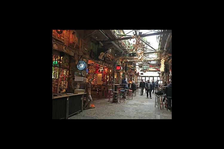 下町地区「ユダヤ街」散策~マンガリッツァ...の写真