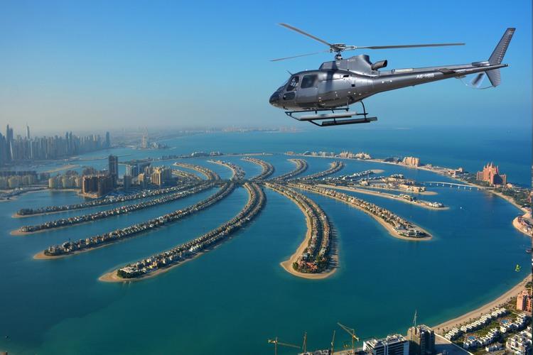 ヘリコプター遊覧飛行「混載・プライベート...の写真
