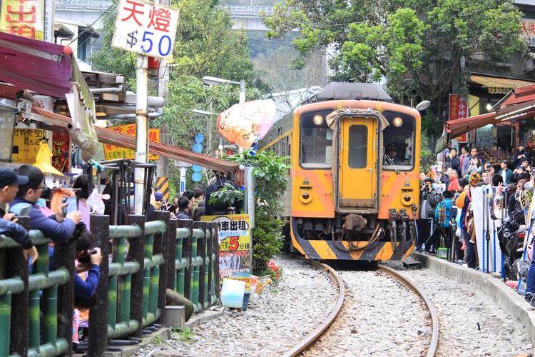 [日本語ガイドがご案内] ローカル列車平...の写真