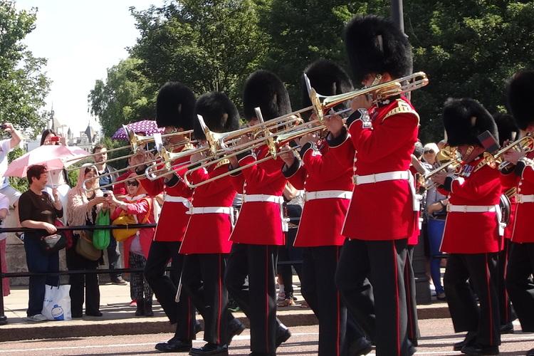 ロンドンならでは!バッキンガム宮殿・パブ...の写真
