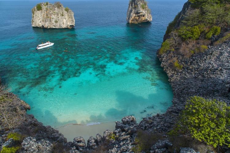 ロック島 + ハー島シュノーケリングツア...の写真