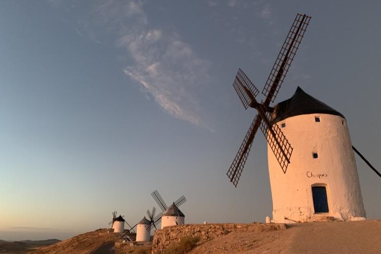 《1/1限定》白い風車の街コンスエグラと...の写真