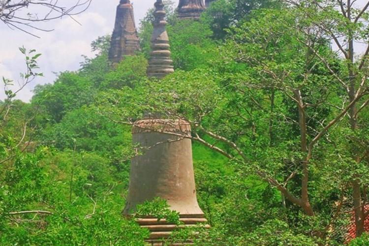 プノンペン発ウドン山と手作りシルバー村観...の写真