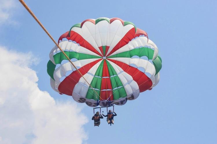 空から沖縄の海を満喫!気軽に空中散歩!パ...の写真