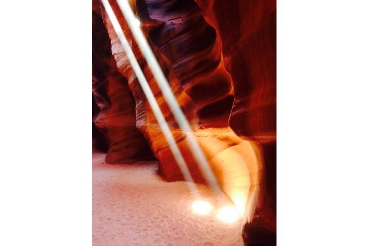 光のビーム!アンテロープキャニオン、グラ...の写真