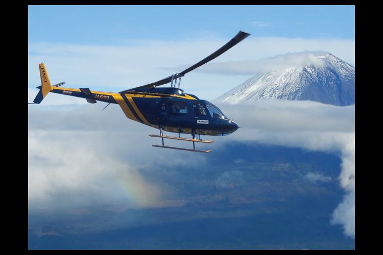 澄んだ冬空・絶景富士!ヘリコプターパノラ...の写真
