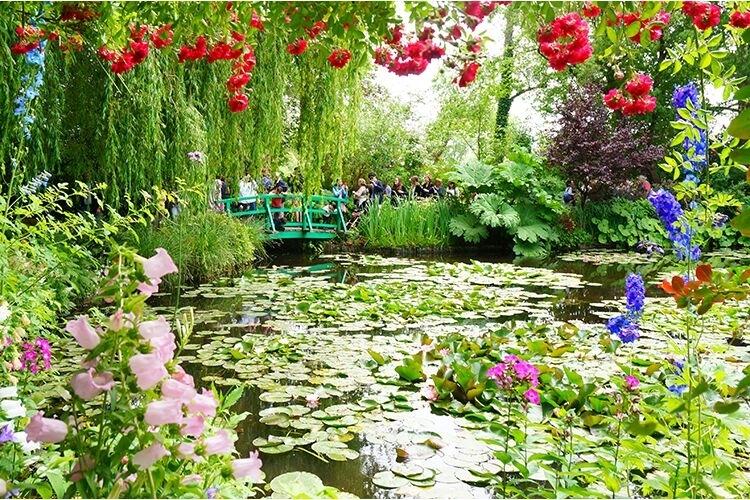 【美しい村シリーズ】《モネの家と庭園》印...の写真