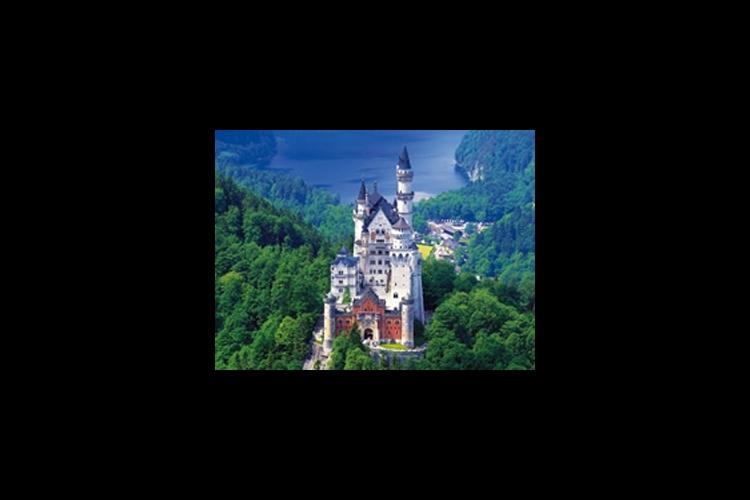 ノイシュヴァンシュタイン城とリンダーホー...の写真