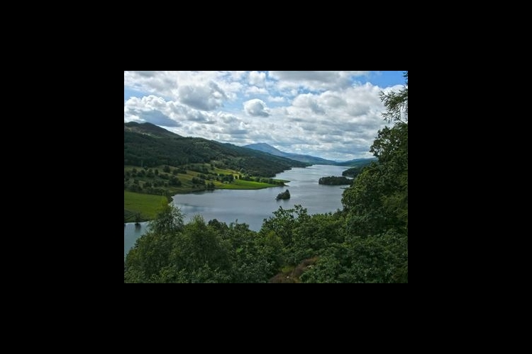 ハイランドの峡谷と湖とスコッチウィスキー...の写真