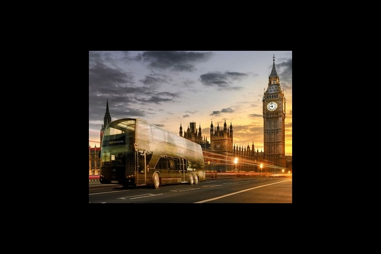 走るレストラングルメバス バストロノーム...の写真